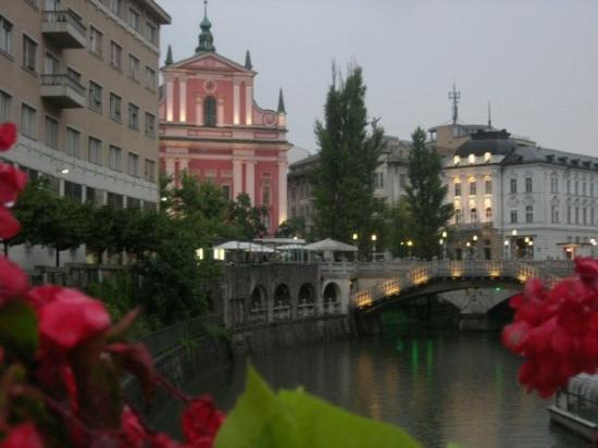 ลูบลิยานา, สโลวีเนีย: Ljubljana, the capital of Slovenia, a city of many bridges