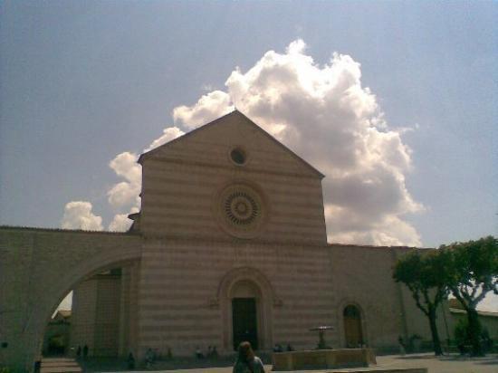 อัสซีซี, อิตาลี: SANTA CHIARA
