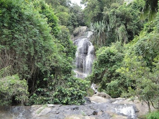 Na Muang Waterfall: welcome to the jungle