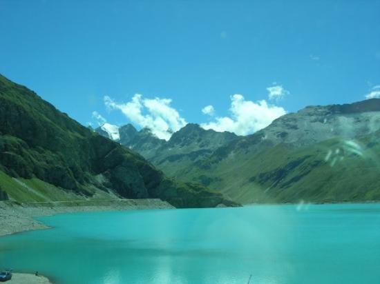 Grimentz, สวิตเซอร์แลนด์: L'eau est incroyablement turquoise
