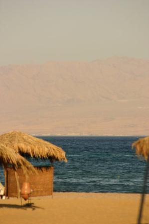 ตาบา, อียิปต์: Taba's cinnamon beaches with a view on Jordan and Saudi Arabia