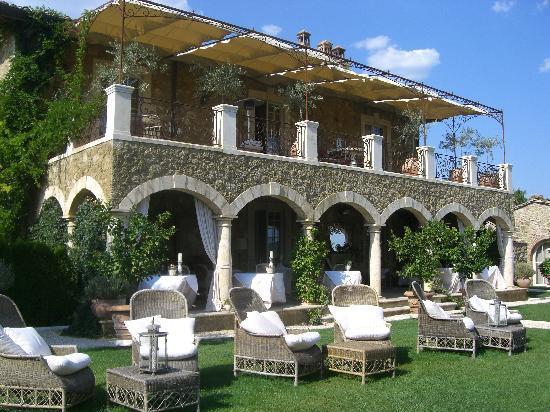 Borgo Santo Pietro: Stunning estate and dining area.