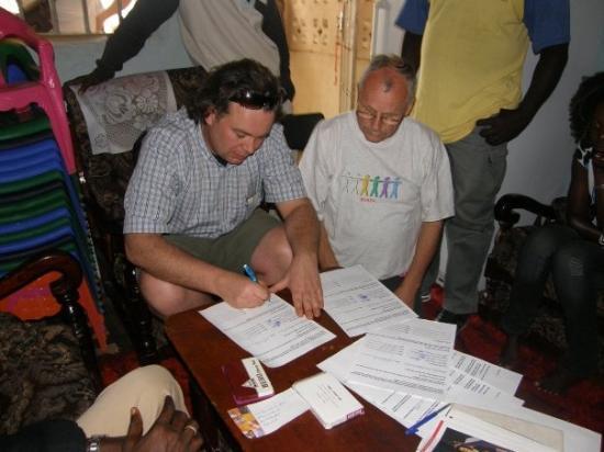 Kololi, แกมเบีย: het officiele gedeelte(afrikaanse normen)