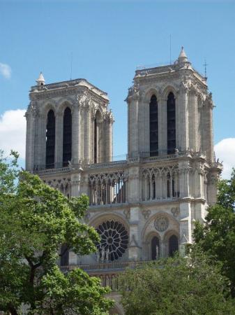 มหาวิหารน็อทร์-ดาม: Notre Dame Cathedral.