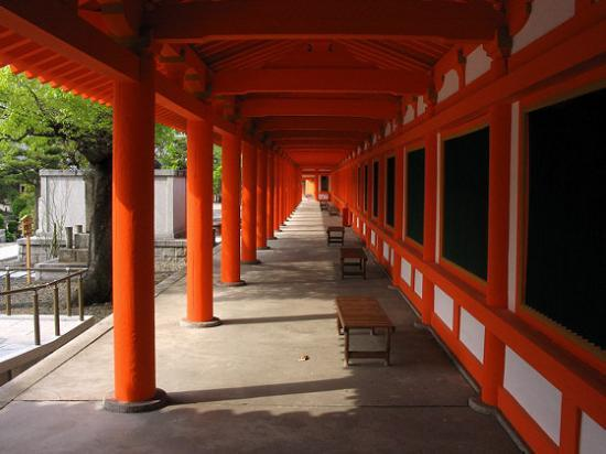 เกียวโต, ญี่ปุ่น: Vermillion pillers of the Sanjusangendo Temple.