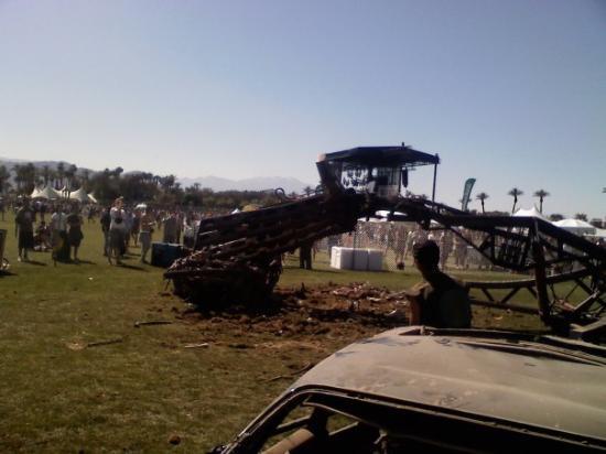 Coachella, แคลิฟอร์เนีย: Giant metal hand