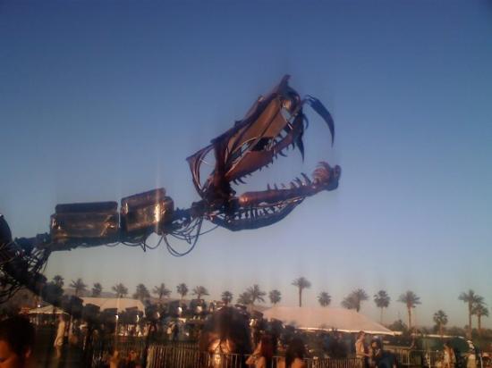 Coachella, แคลิฟอร์เนีย: Giant metal snake