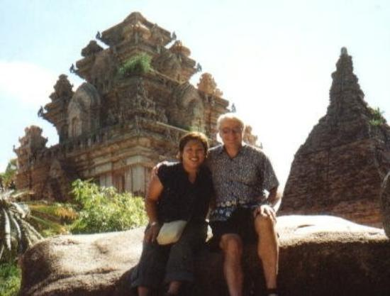 ญาจาง, เวียดนาม: Ponagar Temples, Vietnam with my dad