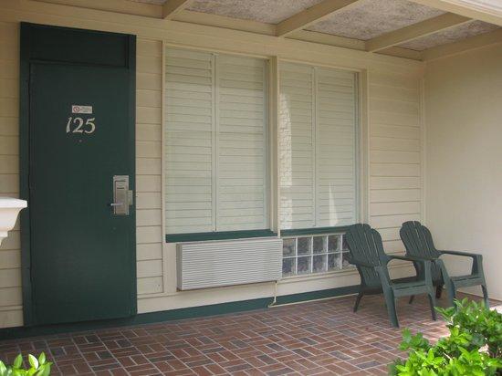 Best Western Plus Yacht Harbor Inn: Front door to room