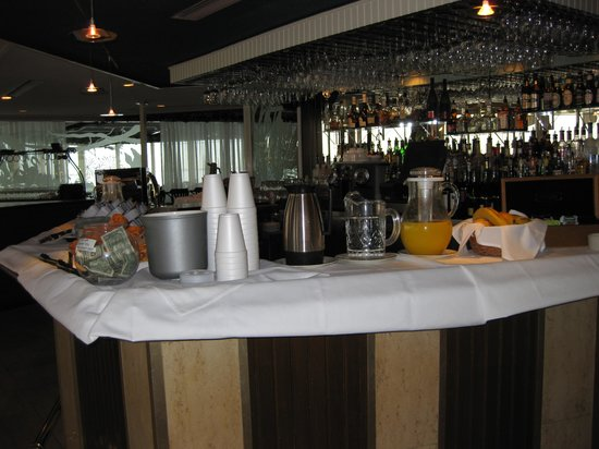 Best Western Plus Yacht Harbor Inn: Continental Breakfast set-up