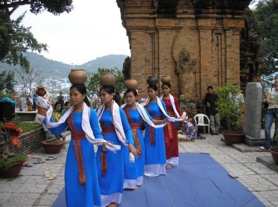 ญาจาง, เวียดนาม: Dancers, Cham towers, Po Nagar- Nha Trang