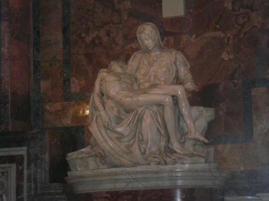 นครวาติกัน, อิตาลี: La Piedad de Miguel Angel dentro de la basilica