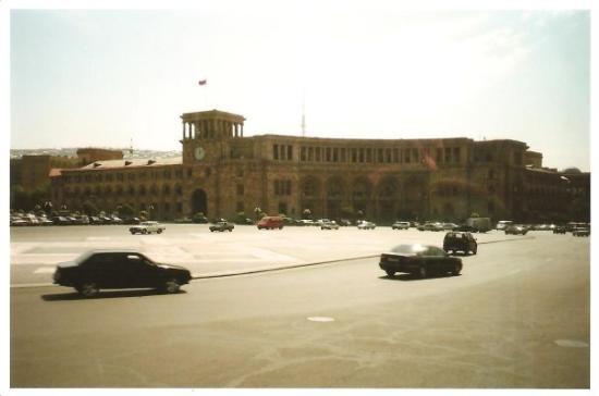 เยเรวาน, อาร์เมเนีย: armenia 2008 - yerevan - piazza della repubblica
