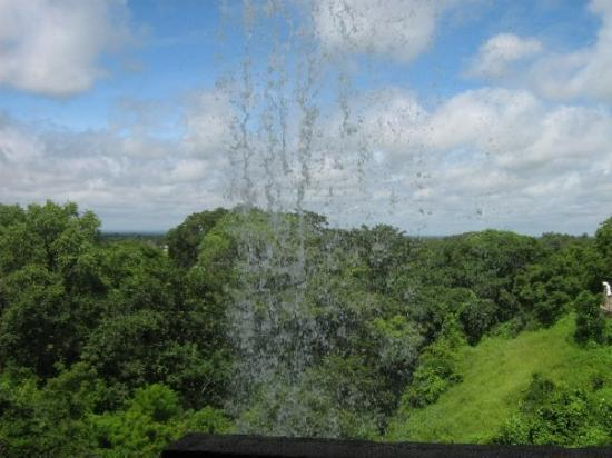 Ellora, อินเดีย: From under the waterfall on the way to cave no.1