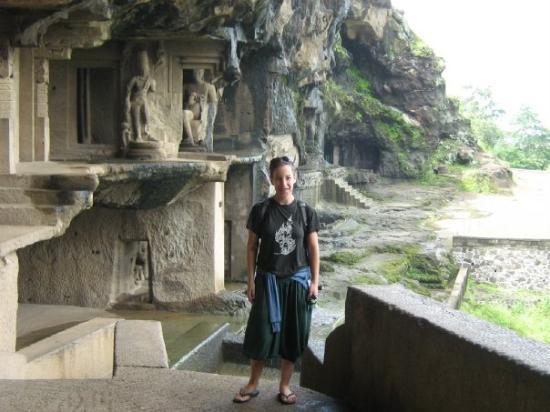 Ellora, อินเดีย: Anat - an israeli traveller going across south india, alone ..