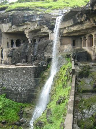 Ellora, อินเดีย: Another view of the fall