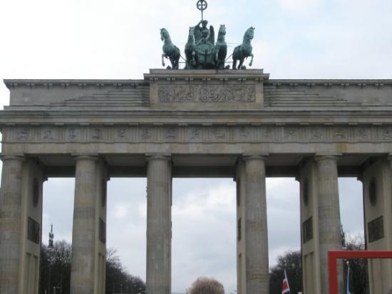 ประตูบรานเด็นเบิร์ก: brsndenburger gate
