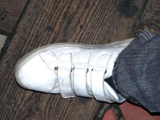 กัลเวย์, ไอร์แลนด์: The Velcro shoe of a Brit. This amused me to no end.