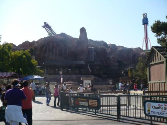 Knott's Berry Farm: Knotts, a view of some of the amusements.