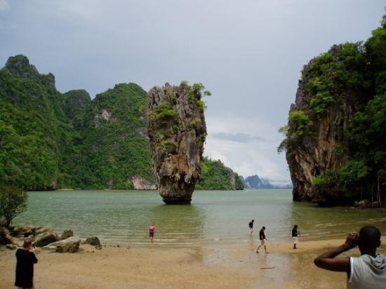 เกาะตะปู: James Bond saari