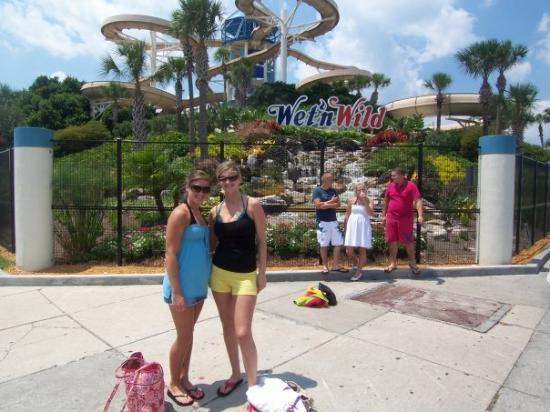 Wet 'n Wild: WetNWild Waterpark