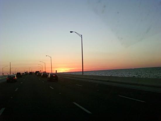 เคลียร์วอเทอร์, ฟลอริด้า: Driving to Clearwater. Sunset