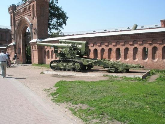 Military Historical Artillery Museum: Bilde utenfor Millitary Museum.