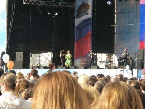 Palace Square (Dvortsovaya Ploshchad): Katherina .......... synger.