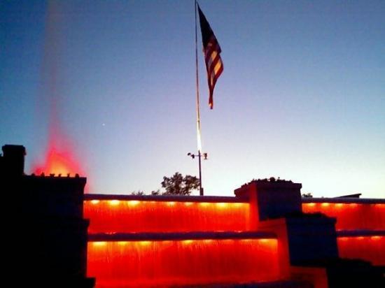 แจ็คสัน, มิชิแกน: Falls at dusk
