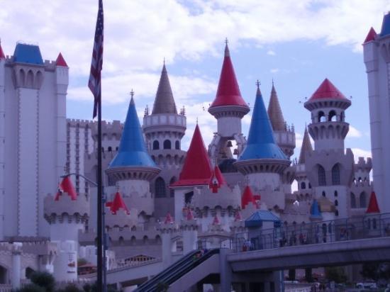 เอ็กซ์คาลิเบอร์: Notre hotel, Excalibur