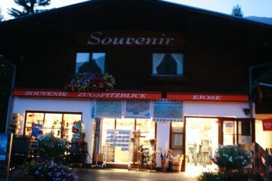 อินส์บรุค, ออสเตรีย: the souvenir shop