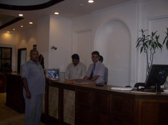 โรงแรมอาจันตา: Saying goodbye to the workers of the Hotel I stayed in...