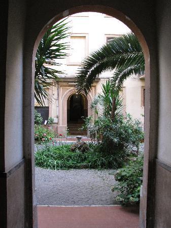 เอมี่ส์เฮ้าส์: courtyard