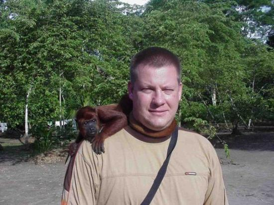 อีกีโตส, เปรู: Some monkeys are friendly, this one would not let go of me.