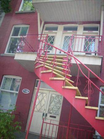 มอนทรีออล, แคนาดา: almost every entry is like this in montreal
