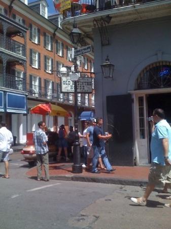 old absinthe house on bourbon street