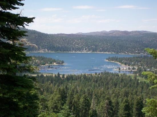 บิกแบร์เลก, แคลิฟอร์เนีย: Big Bear Lake from 7000ft or so