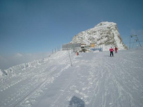 เซอร์แมท, สวิตเซอร์แลนด์: That is Klein (small) Matterhorn behind me. Leaving the Swiss side, I am headed for Cervinia, It