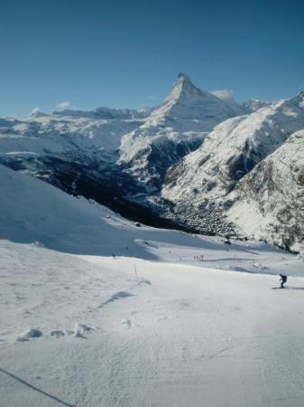 เซอร์แมท, สวิตเซอร์แลนด์: From Rothorn, you can see the Matterhorn, and the ridge which leads down to the village of Zerma