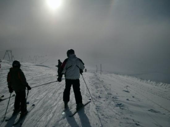เซอร์แมท, สวิตเซอร์แลนด์: Began skiing into the clouds, turns out to be a winter snow storm. High winds, wet snow, my anti