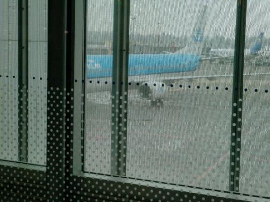 เซอร์แมท, สวิตเซอร์แลนด์: KLM come in for a 1 hour turn back to AMS. 737-800.