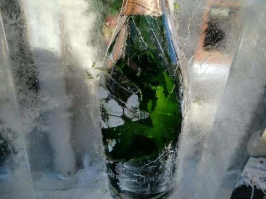 เซอร์แมท, สวิตเซอร์แลนด์: On arrival champagne was waiting. Vacation begins.