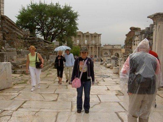 ซีลกัค , ตุรกี: Egi in Ephesus street;