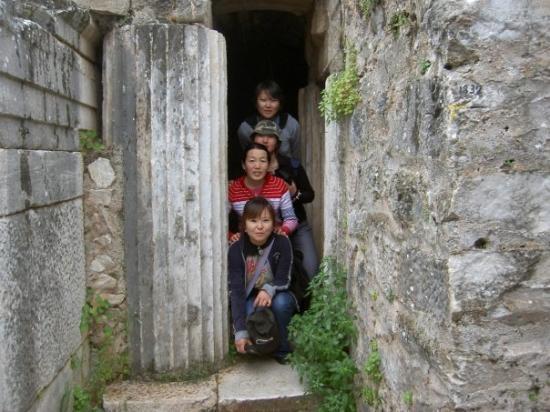 Selcuk, ตุรกี: somewhere in Ephesus, Margaa, me, Bobek, Egi;