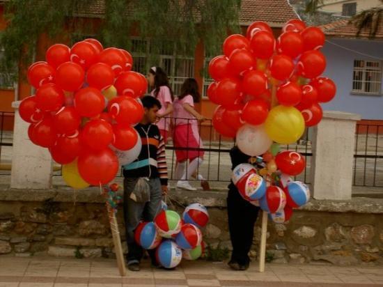 เอดิน, ตุรกี: 23/April-Children's day in Turkey Aydin, in front of a school;