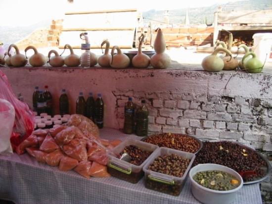 Sirince, ตุรกี: olives...
