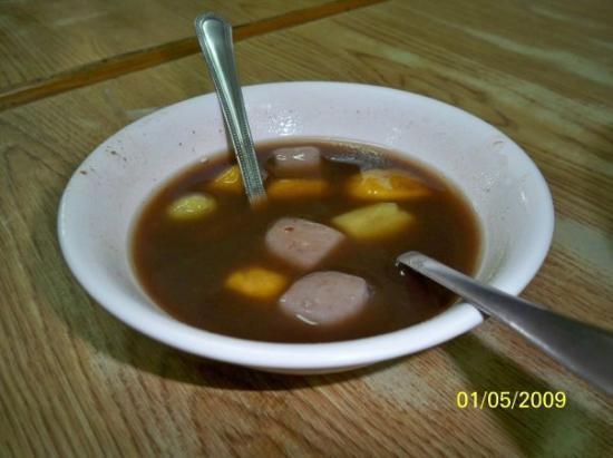 ไทเป, ไต้หวัน: 牛肉麵的另一種食物──芋圓紅豆湯,芋圓是用糯米粉及加入芋頭粉與食用色素製成的