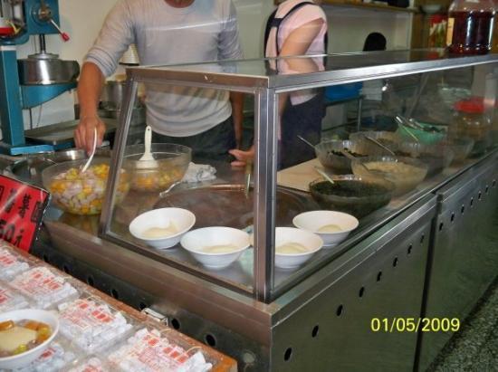 ไทเป, ไต้หวัน: 芋圓紅豆湯是由在這裏送到客人手上