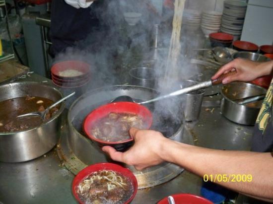 ไทเป, ไต้หวัน: 牛肉麵是如何送到客人手上,大家看看照片吧