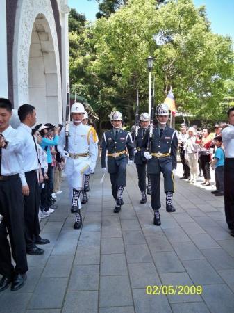 ไทเป, ไต้หวัน: 儀隊又再一次換更